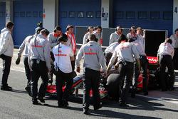 McLaren Mercedes mechanics surround the MP4