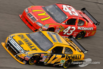 Matt Kenseth, Roush Fenway Racing Ford, Reed Sorenson, Richard Petty Motorsports Dodge