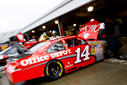 Tony Stewat's crew preps his Office Depot Chevrolet