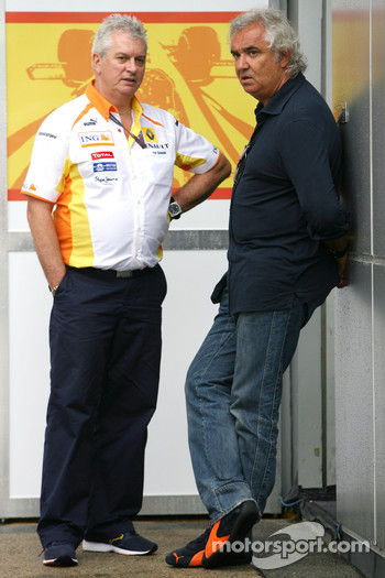 Pat Symonds, Renault F1 Team, Executive Director of Engineering and Flavio Briatore, Renault F1 Team, Team Chief, Managing Director