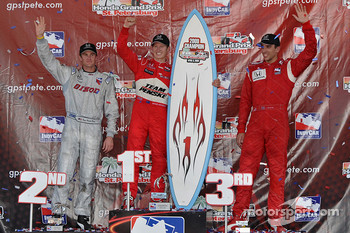 Podium: race winner Ryan Briscoe, Team Penske, second place Ryan Hunter-Reay, Vision Racing, third place Justin Wilson, Dale Coyne Racing