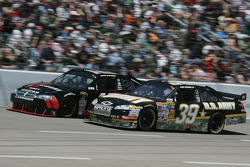 Ryan Newman, Stewart-Haas Racing Chevrolet, David Stremme, Penske Racing Dodge
