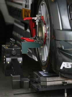 Work on car of Katherine Legge, Futurecom T.M.E. Audi A4