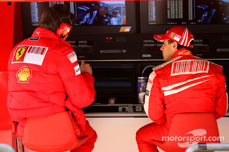 Rob Smedly, Scuderia Ferrari, Track Engineer of Felipe Massa and Felipe Massa, Scuderia Ferrari
