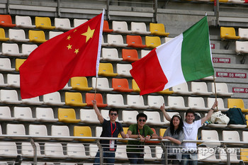 Fans with the chinese and italian flag