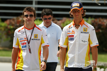 Fernando Alonso, Renault F1 Team, Romain Grosjean, Renault F1 Team
