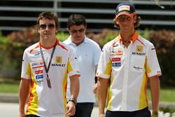 Fernando Alonso, Renault F1 Team, Romain Grosjean, Renault F1 Team
