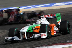 Adrian Sutil, Force India F1 Team leads Sebastien Buemi, Scuderia Toro Rosso