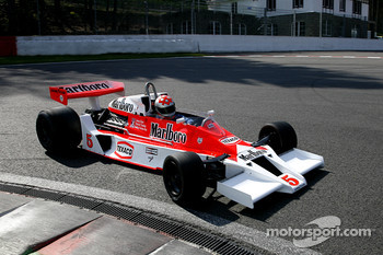 At La Source hairpin, #5 Bobby Verdon-Roe (GB) McLaren M23-05, Scuderia BVR (formerly driven by James Hunt and Patrik Tambay, 1973-77)