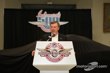 2009 Indianapolis 500 2010 Chevrolet Camaro pace car presentation: three-time Indianapolis 500 winner Johnny Rutherford
