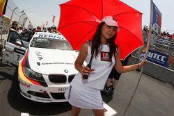 Grid girl of Jorg Muller,  BMW Team Germany, BMW 320si