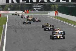 Yellow flag, #10 Carlin Motorsport: Jaime Alguersuari