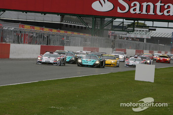 Start: #14 K plus K Motorsport Saleen S7R: Karl Wendlinger, Ryan Sharp and #1 Vitaphone Racing Team Maserati MC 12: Michael Bartels, Andrea Bertolini battle for lead
