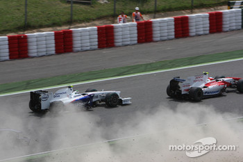 Crash with Adrian Sutil, Force India F1 Team, Sebastien Buemi, Scuderia Toro Rosso, Sébastien Bourdais, Scuderia Toro Rosso and Jarno Trulli, Toyota F1 Team