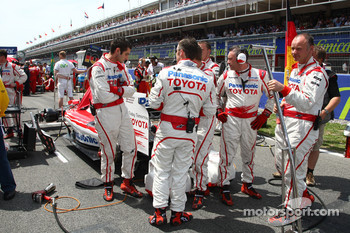 Toyota mechanics hiding their rear diffuser