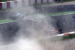 Crash, Jarno Trulli, Toyota F1 Team, Adrian Sutil, Force India F1 Team