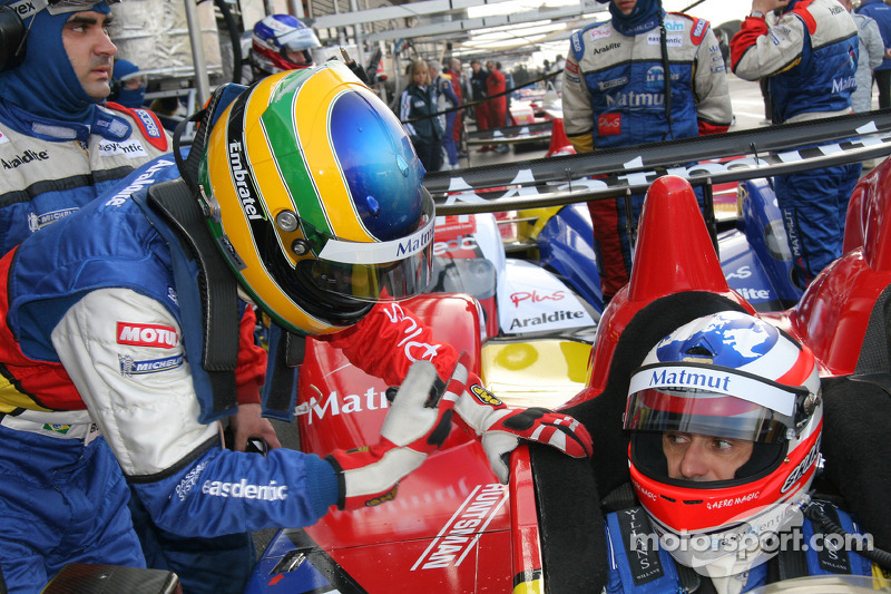 Pit stop for #10 Team Oreca Matmut - AIM Courage-Oreca LC70 - AIM: Stéphane Ortelli, Bruno Senna