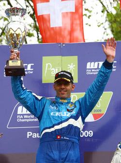 Race winner Alain Menu, Chevrolet, Chevrolet Cruze
