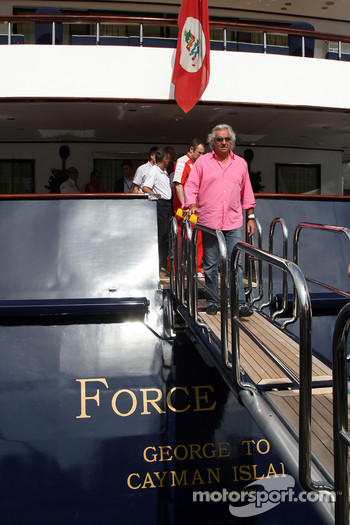 Flavio Briatore, Renault F1 Team, Team Chief, Managing Director leave the FOTA meeting on the boat of Flavio Briatore, Renault F1 Team, Team Chief, Managing Director