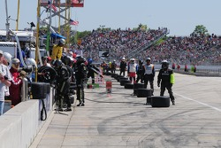 Crews wait for pit stops