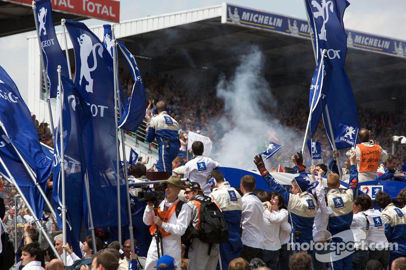 Team Peugeot Total team members celebrate victory