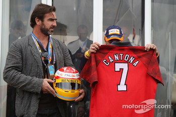 Eric Cantona, former french football player with Fernando Alonso, Renault F1 Team