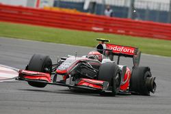 Heikki Kovalainen, McLaren Mercedes had a puncture
