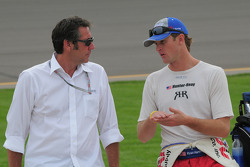 Ryan Hunter-Reay, A.J. Foyt Enterprises talking with Tony George