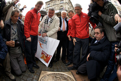 Hand imprint ceremony: 2008 winners Allan McNish, Tom Kristensen and Rinaldo Capello unveil the winning plate