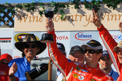 Victory lane: race winner Kasey Kahne, Richard Petty Motorsports Dodge celebrates with Richard Petty