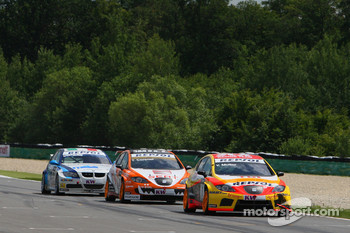 Yvan Muller, Seat Sport, Seat Leon 2.0 TDI, Tom Coronel, Sunred Engineering, Seat Leon 2.0 and Vito Postiglione, Scuderia Proteam, BMW 320si