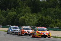 Yvan Muller, Seat Sport, Seat Leon 2.0 TDI, Tom Coronel, Sunred Engineering, Seat Leon 2.0 and Vito Postiglione, Scuderia Proteam, BMW 320si