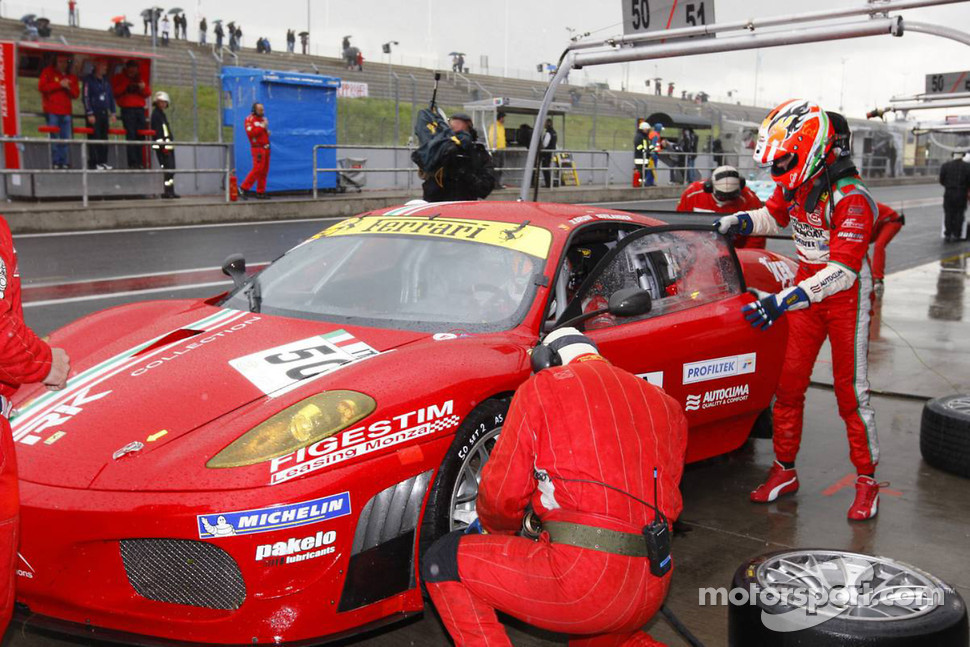 Pit stop for #50 AF Corse Ferrari 430 GT2: Toni Vilander, Gianmaria Bruni