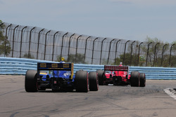 Scott Dixon, Target Chip Ganassi Racing leads Mike Conway, Dreyer & Reinbold Racing