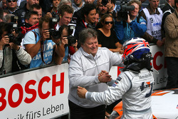 Norbert Haug, Sporting Director Mercedes-Benz, congratulating Gary Paffett, Team HWA AMG Mercedes C-Klasse