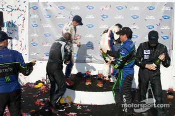 P1 podium: Gil de Ferran, Simon Pagenaud, David Brabham, Scott Sharp, Johnny Mowlem and Stefan Johansson celebrate with champagne