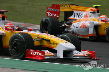 Fernando Alonso, Renault F1 Team just before he lost his wheel