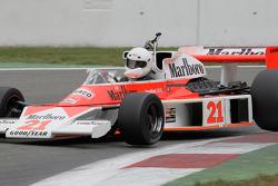 Burani, McLaren M23-6