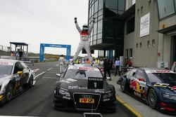 Race winner Timo Scheider, Audi Sport Team Abt Audi A4 DTM