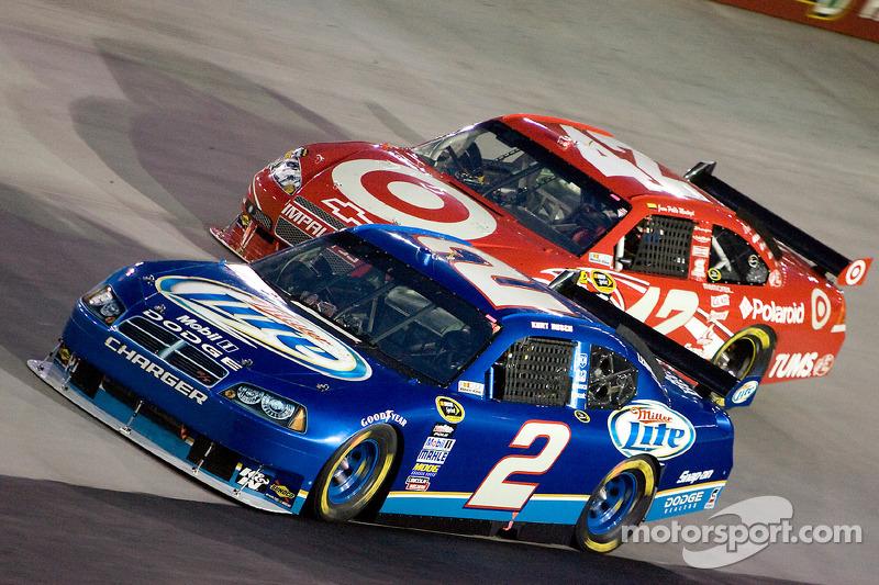 Kurt Busch, Penske Racing Dodge, Juan Pablo Montoya, Earnhardt Ganassi Racing Chevrolet