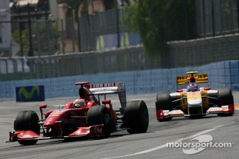 Luca Badoer, Scuderia Ferrari and Romain Grosjean, Renault F1 Team