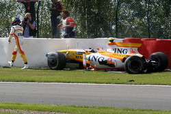 Crash, Romain Grosjean, Renault F1 Team