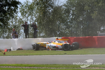 Romain Grosjean, Renault F1 Team, crash