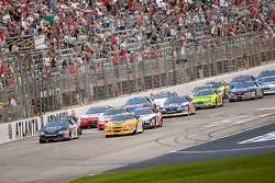 Start: Dale Earnhardt Jr. and Kevin Harvick lead the field