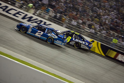 Kurt Busch, Penske Racing Dodge, Jimmie Johnson, Hendrick Motorsports Chevrolet