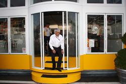 Bernie Ecclestone leaves the Renault motorhome