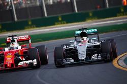 Lewis Hamilton, Mercedes AMG F1 Team W07 and Sebastian Vettel, Ferrari SF16-H battle for position