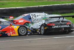 Crash Marcos Gomes and Cacá Bueno