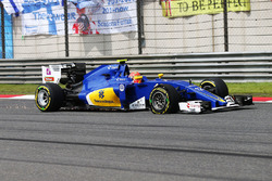 Felipe Nasr, Sauber C35 with a puncture