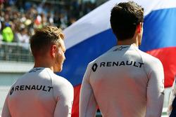 Kevin Magnussen, Renault Sport F1 Team and Jolyon Palmer, Renault Sport F1 Team as the grid observes the national anthem